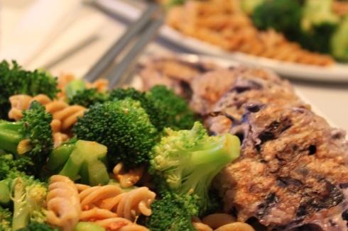 Kyllingefrikadeller med pasta og brocoli 1